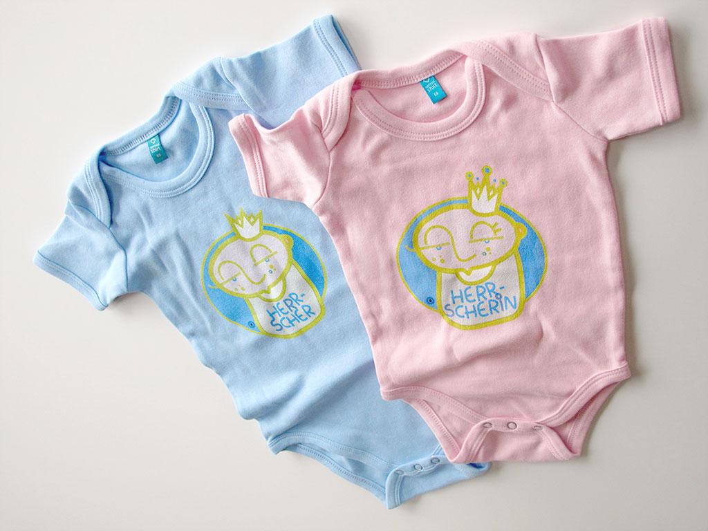 """Strampler mit der Zeichnung eines Babys und der Aufschrift: """"Herrscherin"""""""